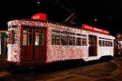 Festa in Piazza Cavour a Milano - Spontini festeggia Natale con il Tram di Luce